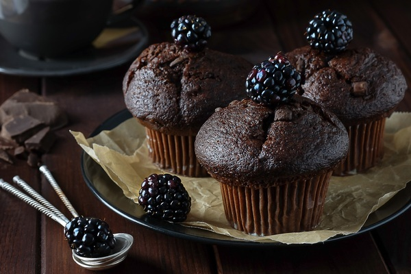 Chocolate muffins with pieces of chocolate